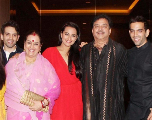The Dabangg Girl Of Bollywood Sonakshi Sinha Is The Daughter Of The Popular Bollywood Actor And Politician Shatrughan Sinha And Actress Poonam Sinha
